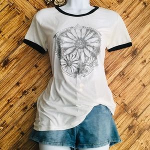 FULL TILT DAISIES BLACK/WHITE T- SHIRT, SZ L